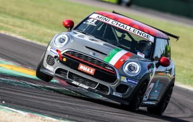 Trasferta d'oltralpe per il team Cascioli by Melatini Racing che punta a riconfermare la leadership nel MINI Challenge Italia