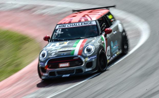 MINI Challenge: Gustavo Sandrucci al Mugello da re con il team Melatini Racing