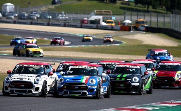 Al Mugello Sandrucci vince ancora e allunga in campionato, podio per Silvestrini e Tronconi