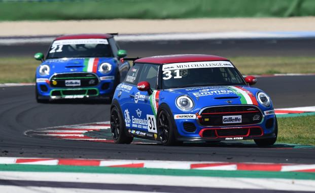 Il MINI Challenge Italia questo weekend a Imola con Melatini Racing davanti a tutti
