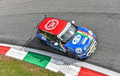 Sandrucci chiude da campione nel MINI Challenge Italia dominando entrambe le gare di Monza